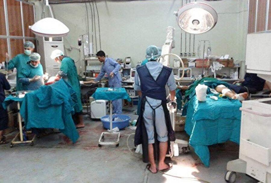 Suriye'de imkansızlıklar içinde hizmet vermeye çalışan bir ameliyathane.