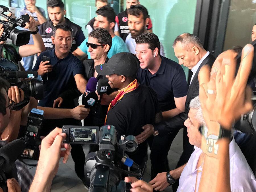 Michael Seri havalimanında taraftarların yoğun ilgisiyle karşılandı.