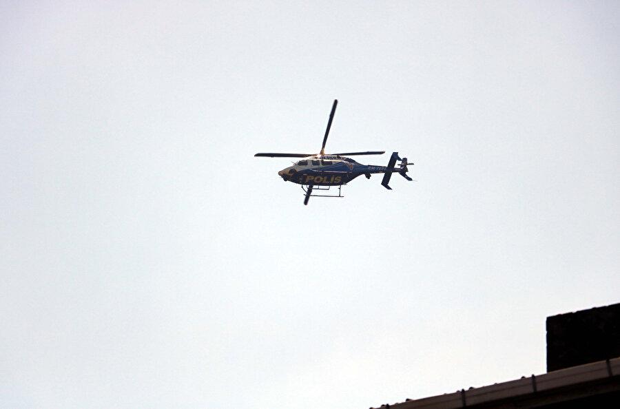 Arama-kurtarma çalışmaları helikopter desteğiyle yürütülüyor.