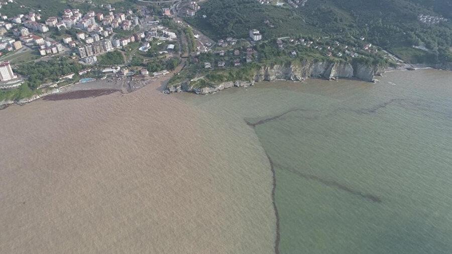 Sel felaketi nedeniyle Karadeniz'de çamur birikintisi oluşmuştu.