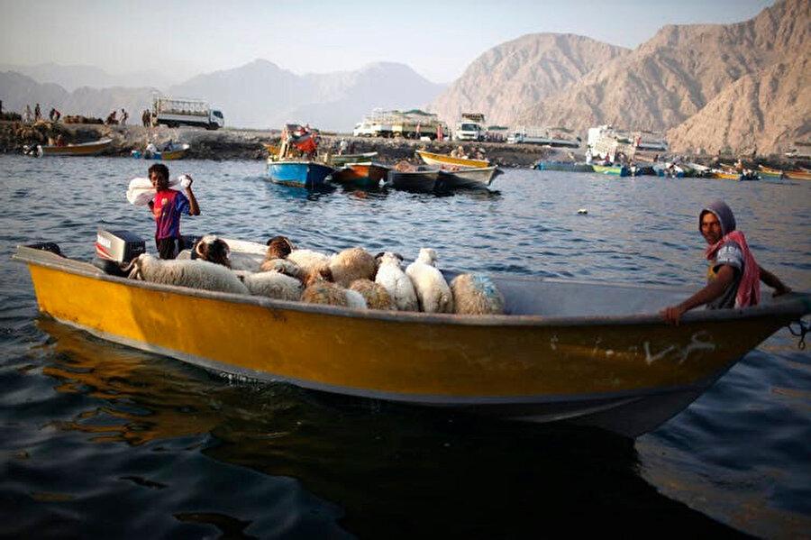 Hürmüz Boğazı'ndan geçen İranlı kaçakçılar