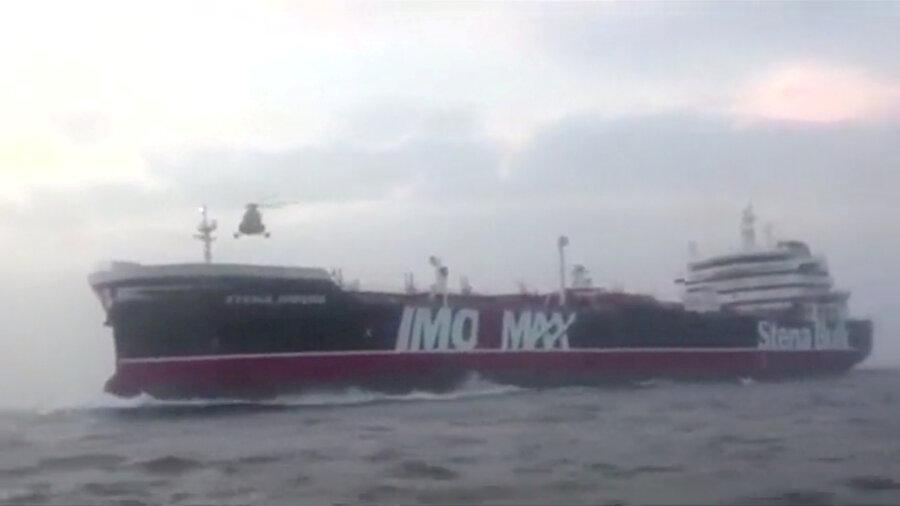 İran, İngiltere bandıralı petrol tankeri alıkoydu.
