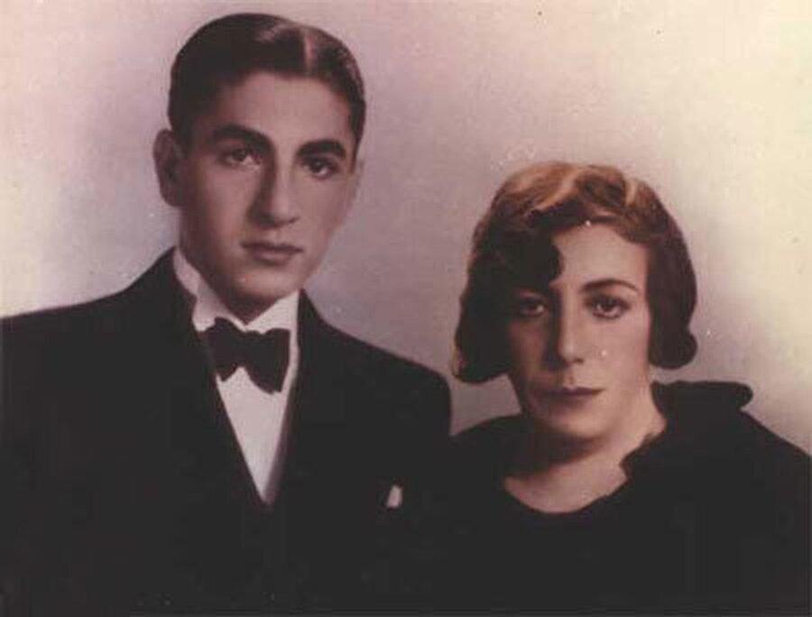 Muhammed Rıza, gençliğinde annesi Tâcu'l-Mulûk ile...