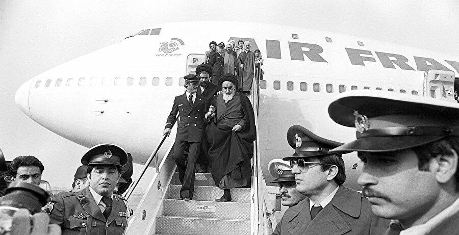 Humeynî'nin İran'a dönüşü, 1 Şubat 1979.