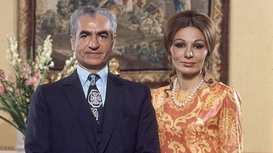 Muhammed Rıza Pehlevî, üçüncü ve son eşi Farah Diba ile.