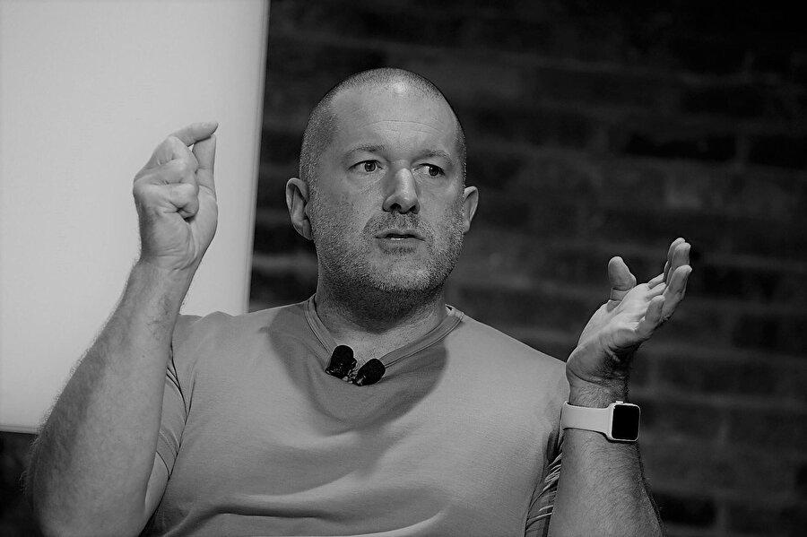 Apple'ın en önemli isimlerinden biri olan Jony Ive, şirkettin baş tasarımcısı olarak yıllarda her ürünün dizaynında çok önemli kararlar verdi.