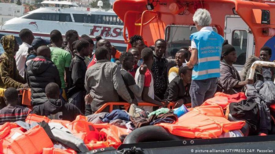 İspanya açıklarında kurtarılan sığınmacılar