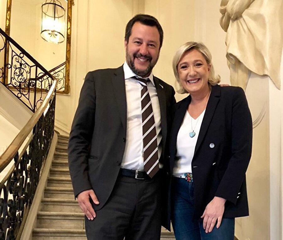 Fransız aşırı sağcı Marine Le Pen ve İtalya'daki aşırı sağcı hareketin lideri Salvini Avrupa Parlamentosu seçimlerini kazanmak için 'hazır ve formda' olduklarını söyleyerek sosyal medya hesaplarından bu fotoğrafı paylaşmıştı.