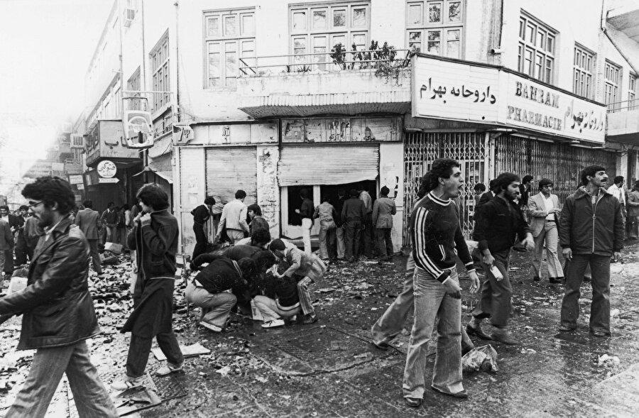 İranlılar sokaklara döküldükçe, Şah'ın güvenlik güçleri şiddetin dozajını da artırdı.