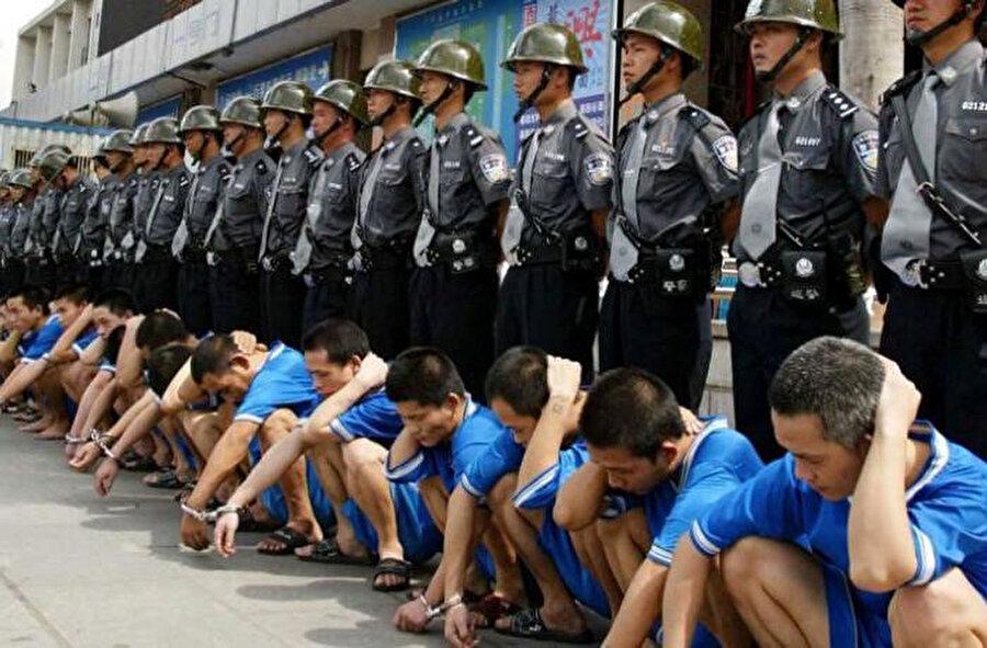 3 milyon Doğu Türkistanlı, 'yeniden eğitim' kılıfıyla Çin'in toplama kamplarında tutuluyor.