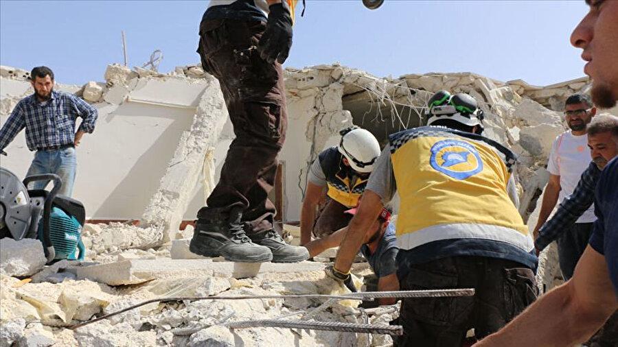 Beyaz Baretliler bir sivil toplum kuruluşu olarak savaş bölgesindeki insanlara yardım ediyor. -AA