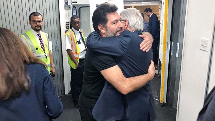 Hakan Atilla'yı havalimanından Türkiye'nin Washington Büyükelçisi Serdar Kılıç ve New York Başkonsolosu Alper Aktaş uğurladı.