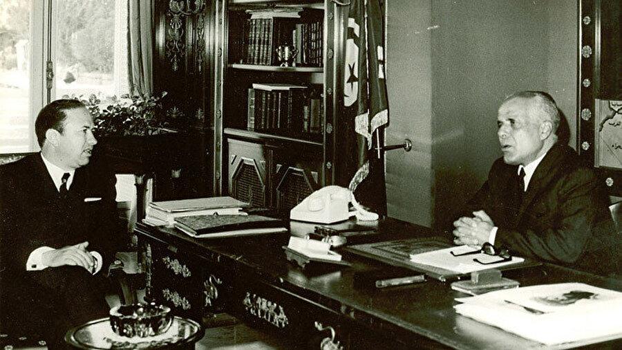 Sibsi'nin, Habib Burgiba ile birlikte çekilmiş fotoğrafı. Kartaca Sarayı, 1965.