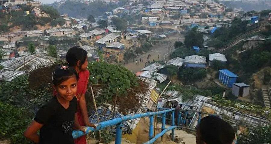 Bangladeş'e sığınan Arakanlı Müslümanların sayısı 745 bine ulaştı.