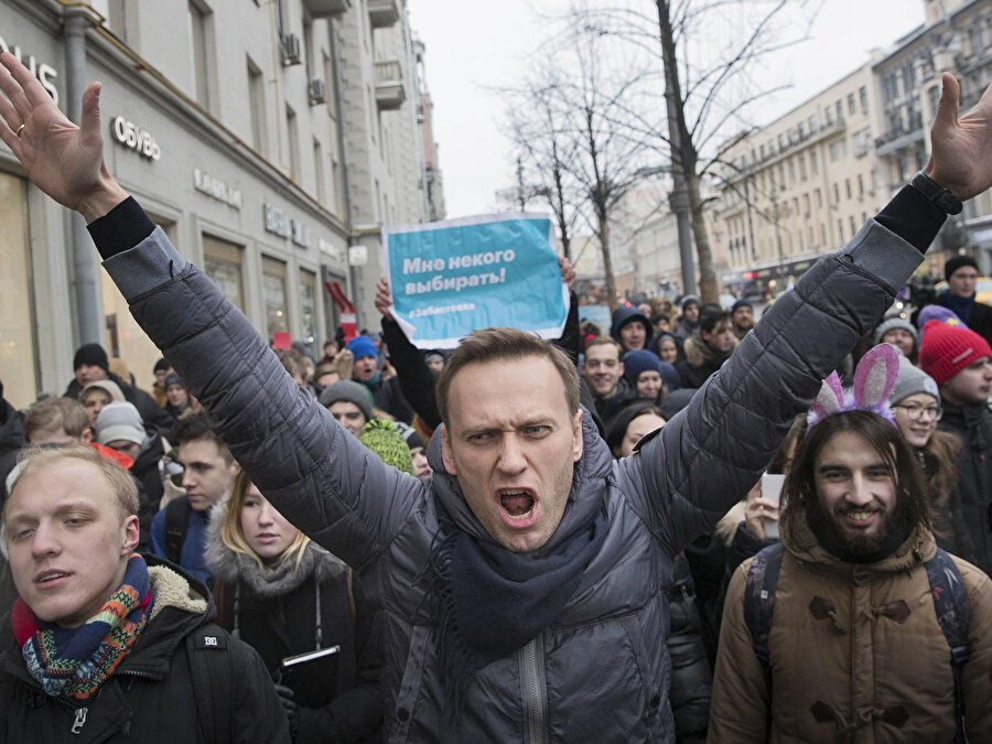 Aleksey Navalni (ortada)