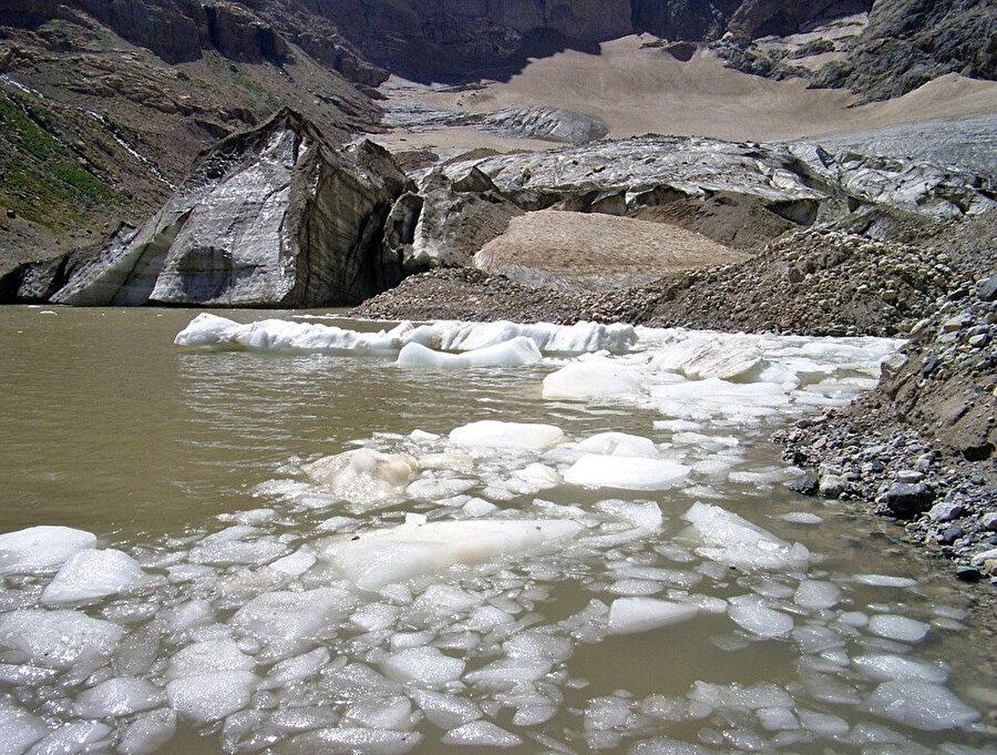 Cilo-Sat Dağları'ndaki yaklaşık 20 bin yıllık buzulların erimeye başlaması