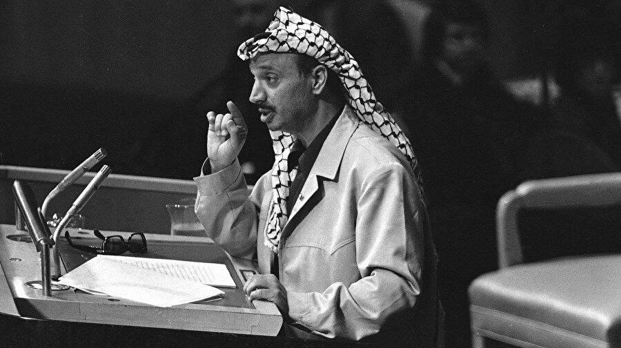 Arafat, BM'deki tarihi konuşması sırasında...