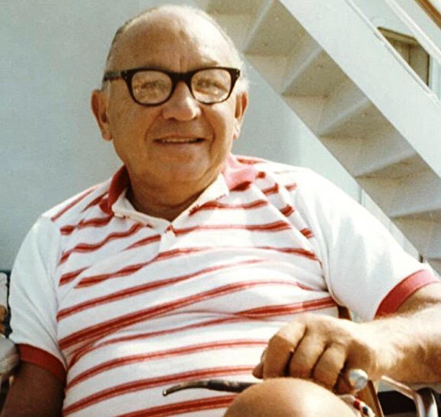 Amerikan Yahudisi Leon Klinghoffer, gemi baskınında öldürülen tek isimdi. 69 yaşındaki engelli Klinghoffer, vurularak denize atıldıktan sonra boğularak öldü.