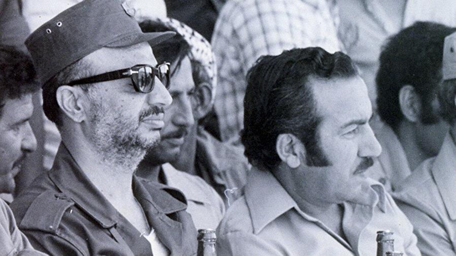 Arafat, 1988'de öldürülen sağ kolu Halîl el Vezîr'le (sağda).