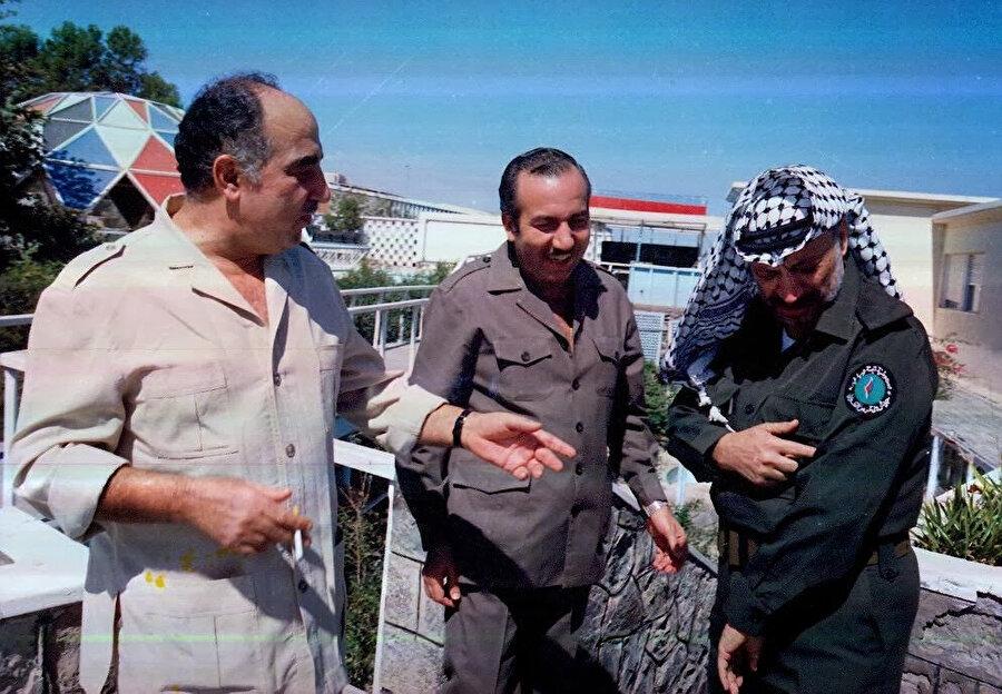 Salah Halef (en solda), Halîl el Vezîr (ortada) ve Yâser Arafat, Tunus günlerinde...