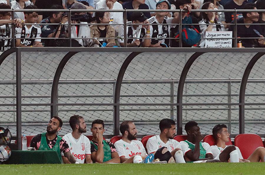 Cristiano Ronaldo müsabaka boyunca yedek kulübesinde oturdu.