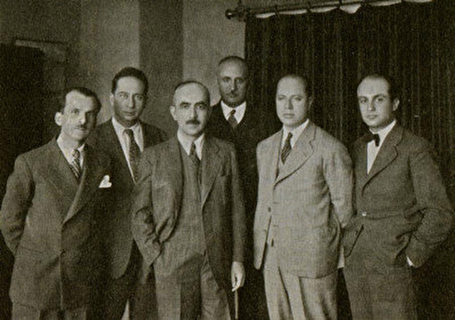 """Kadro dergisi etrafında Kemalizm'in iktisadi alt yapısını kuranlar Cumhuriyet yönetimini """"sınıfsız""""lıkları dolayısıyla bir imkân gibi sundular."""