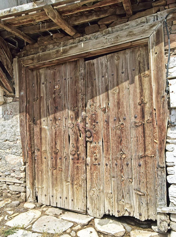 Gel zaman git zaman, komşuların kapılarını çalar oldum.