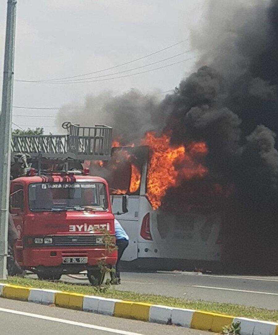 Balıkesir'de otobüs yangını