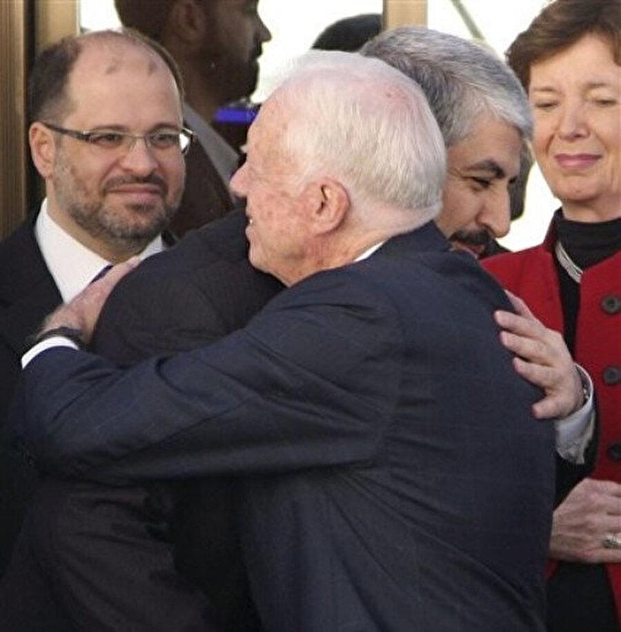 ABD eski Başkanı Jimmy Carter, Hâlid Meşal'le Şam'da kucaklaşırken...