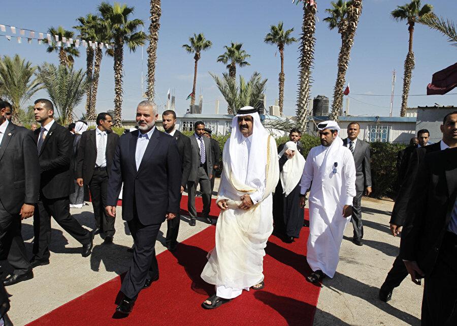 Katar Emiri'nin Gazze ziyareti, Hamas hükümeti için taze kan yerine geçmişti.