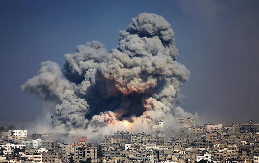 İsrail'in Gazze'ye düzenlediği bombardımanlardan biri...