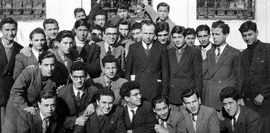 Nurettin Topçu ve öğrencileri