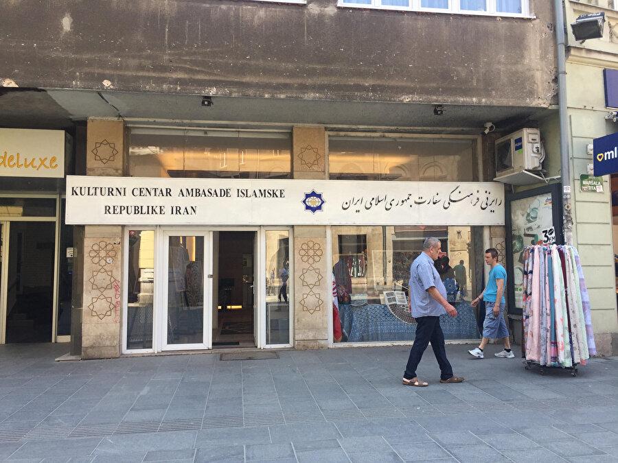 """Bosna Savaşı'ndan sonra İranlıların açtığı """"İran İslam Cumhuriyeti Kültür Merkezi.""""( Halk arasında, merkezde Şiilik propagandası yapıldığına dair bir kanaat var. )"""
