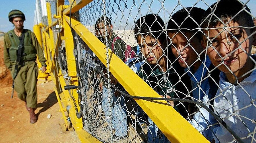 İsrail Hapishaneleri'nde pek çok Filistinli çocuk tutuklu bulunuyor.