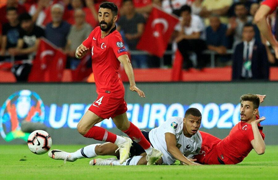 Fransa maçının yıldızlarından Mahmut Tekdemir ve Dorukhan Toköz