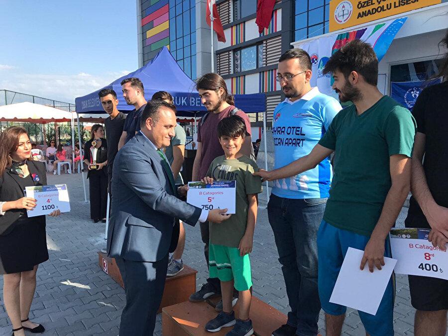 Efe Yalçınkaya 5. ödülünü böyle aldı.