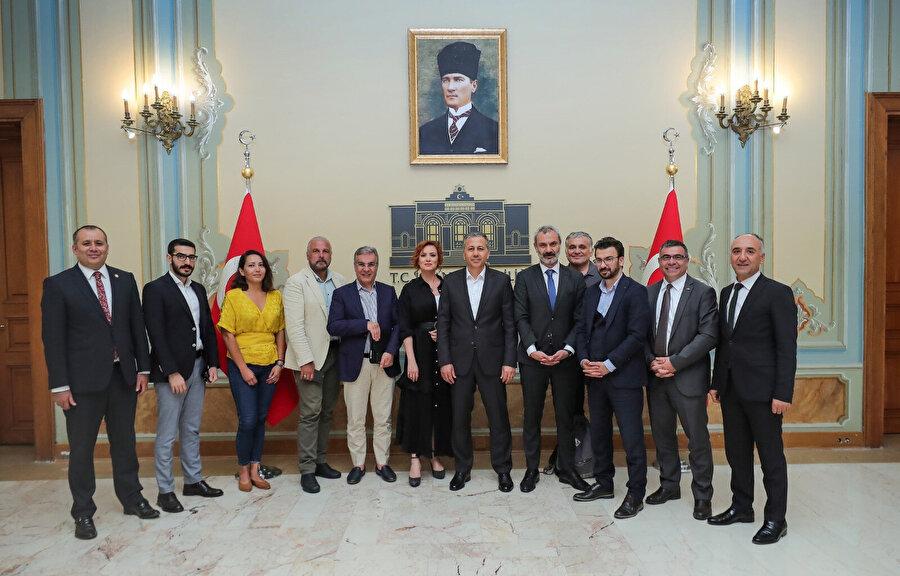 İstanbul Valisi Ali Yerlikaya'nın basın mensuplarıyla toplantısına GZT Yayın Yönetmeni Doğukan Gezer de katıldı. (Sol,2)