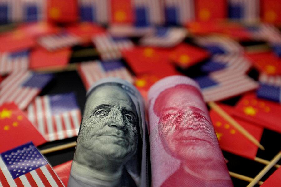 Yuan, dolar karşısında zayıflıyor.