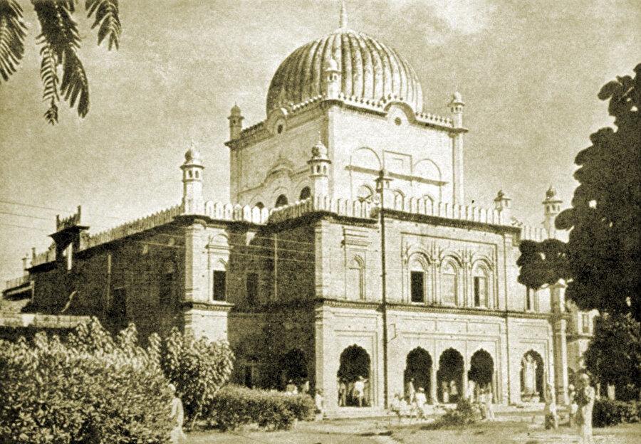 Dârülulûm-i Diyûbend Dârülhadisi – Uttar Pradeş / Hindistan.