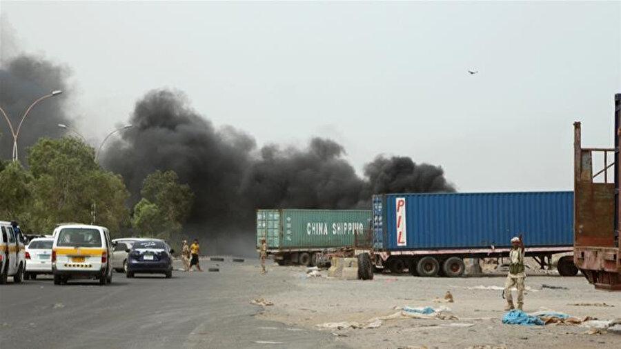 Yemen'deki Birleşik Arap Emirlikleri (BAE) destekli Güney Geçiş Konseyi, çatışmaların yoğunlaştığı bölgede araç trafiğini durdurdu.