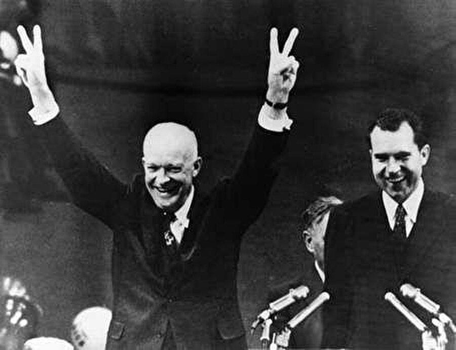 ABD'nin 34. Başkanı Dwight D. Eisenhower (solda) (1956). Said, ABD'nin 34. Başkanı Eisenhower'ın 1956 yılında İsrail'e karşı koyduğu tavırdan dolayı onu takdir eder.