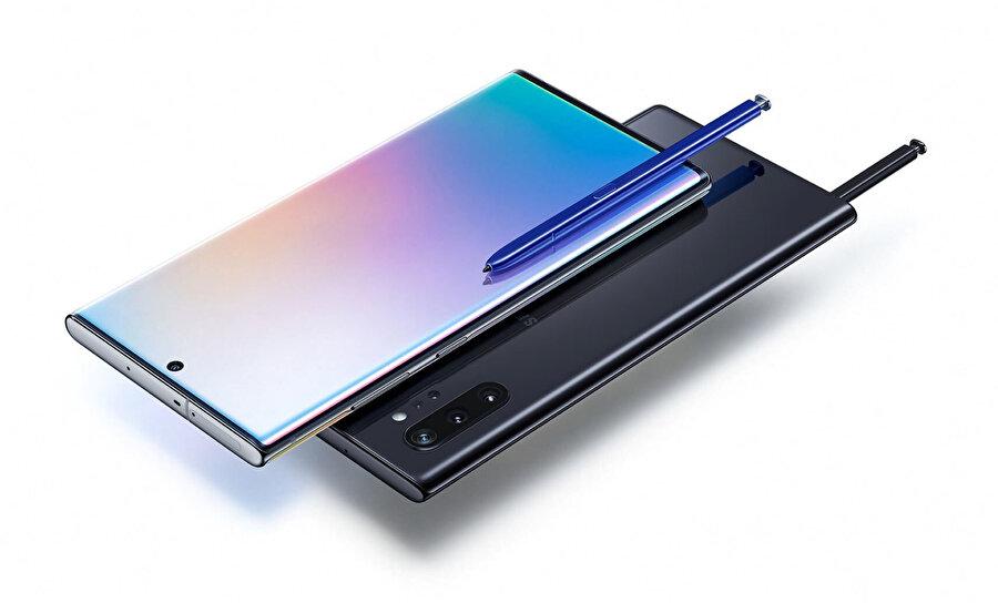 Her ne kadar şirket büyük batarya sebebiyle bu tarz bir karar alındığını söylese de S-Pen'in sığdığı telefona 3.5 mm'lik kulaklık çıkışını yerleştirmek pek de zor olmasa gerek.