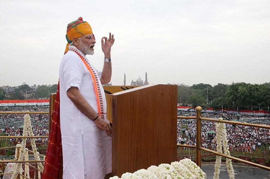 """Hindistan Başbakanı Narendra Modi, Cemmu Keşmir'in özel statüsünün kaldırılmasına ilişkin """"Siyasi geleceğim umurumda değil. Benim için ülkenin geleceği önce gelir"""" dedi."""