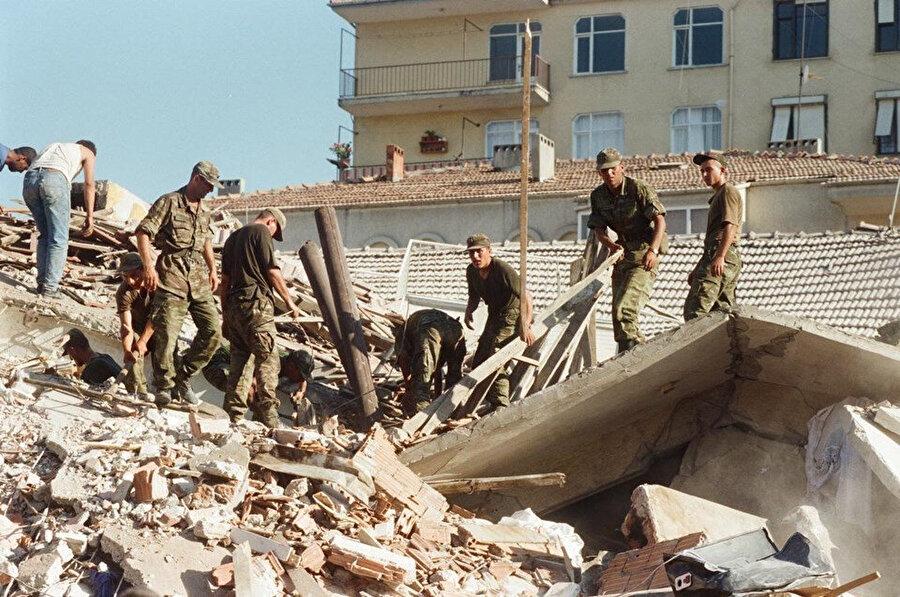 Deprem sonrası kurtarma çalışmaları günlerce sürdü