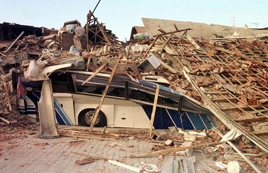 Depremin acı bilançosu gün ağarınca ortaya çıktı
