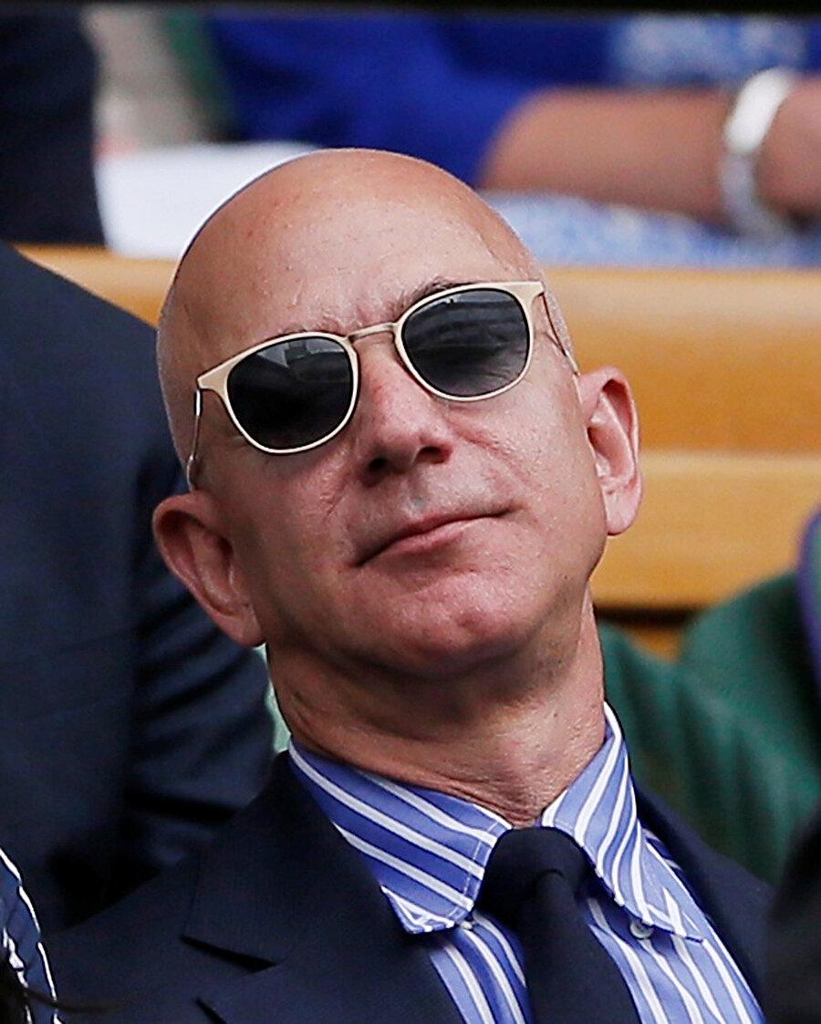Jeff Bezos, Amazon yatırımıyla birlikte dünyanın en zengin insanları listesinde zirveye yerleşmiş durumda.