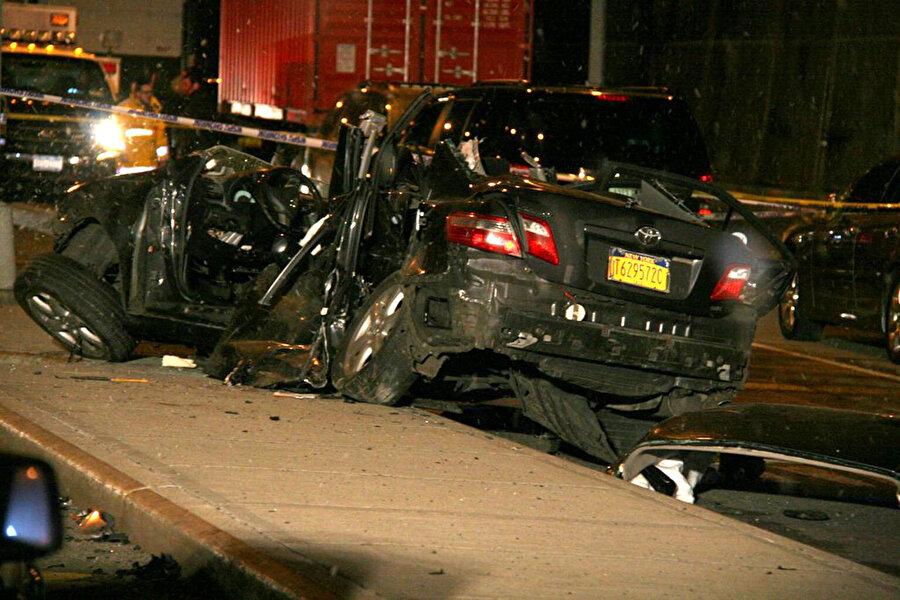 Prenses Diana'nın hayatını kaybettiği kazadan sonra çekilen arabasının fotoğrafı