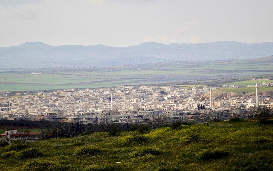 İdlib'e bağlı Han Şeyhun ilçesinin rejim bombardımanı başlamadan önceki hali.