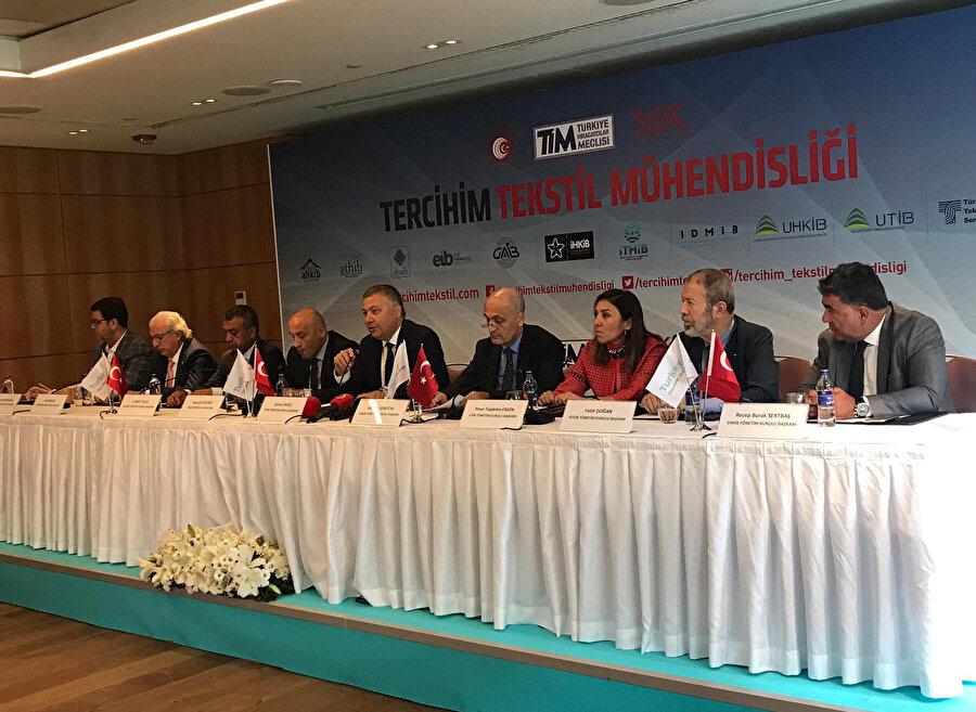 İTHİB Yönetim Kurulu Başkanı Ahmet Öksüz toplantıya Ticaret Bakanı Ruhsar Pekcan'a katkılarından dolayı teşekkür ederek başladı.