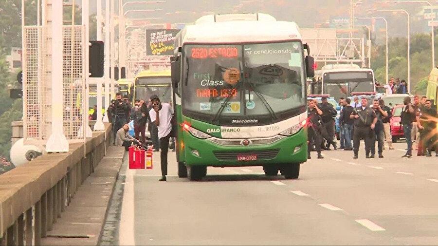 Rehine krizinin yaşandığı otobüs -İHA